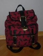 Burgundowy plecak z wilkami...