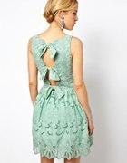 Piękna haftowana sukienka ASOS