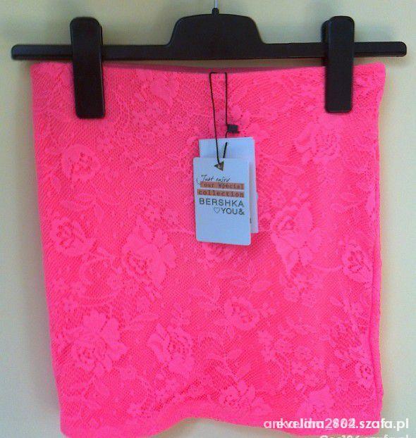 spódniczka mini koronkowa neon BERSHKA