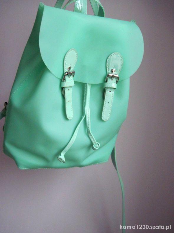 nowy modny plecaczek
