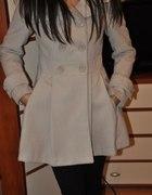 Płaszcz New Yorker Amisu S rozkloszowany beżowy
