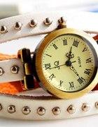 Zegarek skórzany z ćwiekami biały