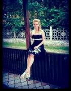 Sukienka czarna z cekinami i wstażką srebrną