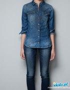 Dopasowanej koszuli jeansowej