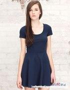 stradivarius rozkloszowana sukienka
