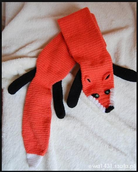 Szydełkowy rudy lis pod szyję