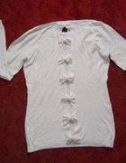 Biały Swterek kokardki na plecach Super...