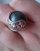 Pierścionek z zielonym kamieniem nefryt