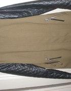 Jesienny płaszczyk HiM ze skórzanymi rękawami...