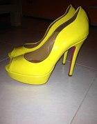 Żółte czółenka