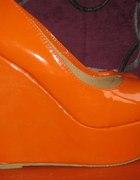 pomarańczowe koturny