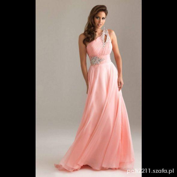 Delikatna pięknie ozdobiona suknia wieczorowa