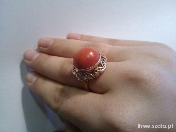 pierścionek z koralem oddam za niego wiele