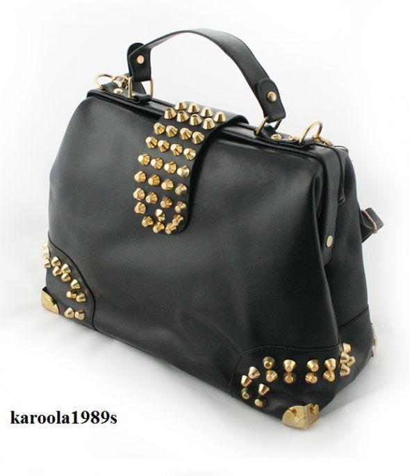 Modna torebka kufrek z ćwiekami