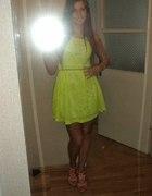 neonowa żółta sukienka