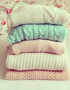 Pastelowe swetry