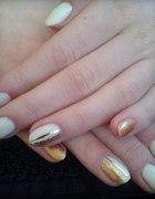 Pazurki nude i złoto