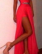 piękna koralowa sukieneczka