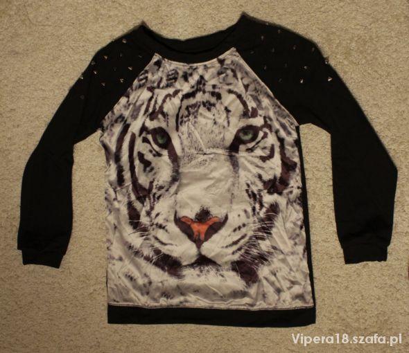 Śliczna ćwiekowana bluza z tygrysem