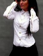 Biała koszula złote guziki