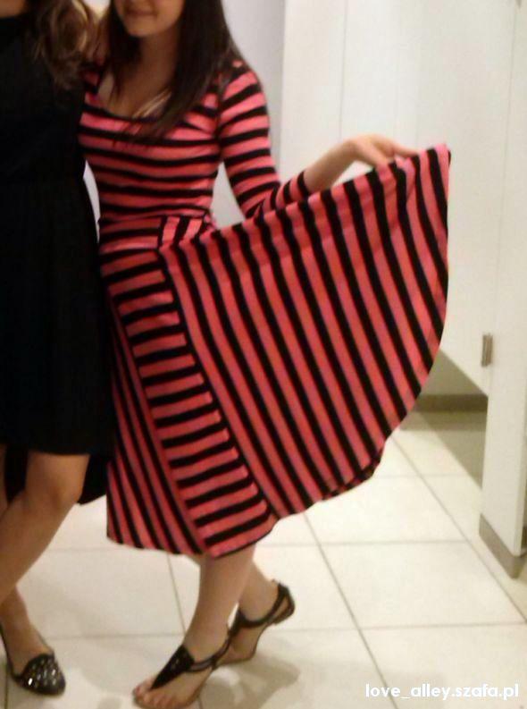 Ubrania sukienka carry xs s pasiak paski