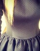 Pikowana sukienka jak Natalia Siwiec Rozkloszowana