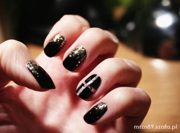 chic chanel nails