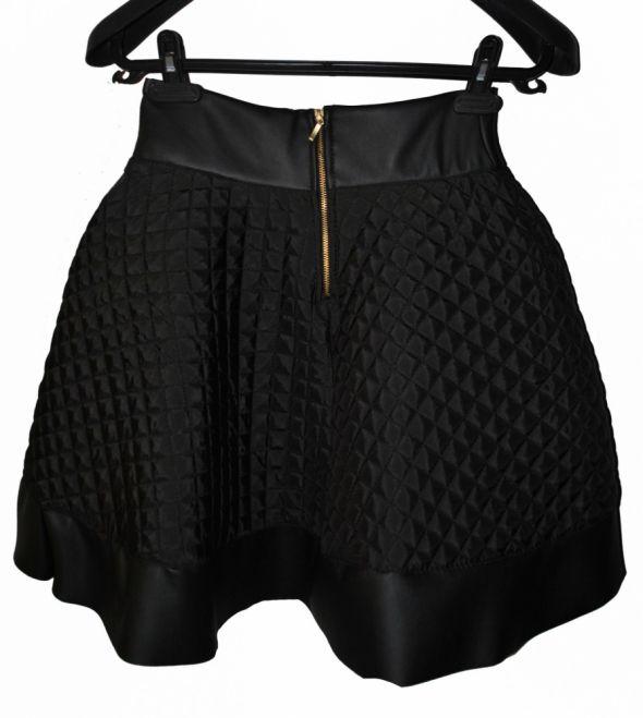 Spódnice Pikowana rozkloszowana spodnica Zip kontrafaldy