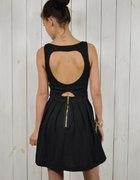 Kloszowana czarna sukienka serce S