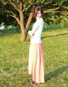 Długa asymetryczna spódnica