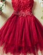 tiulowa suknia