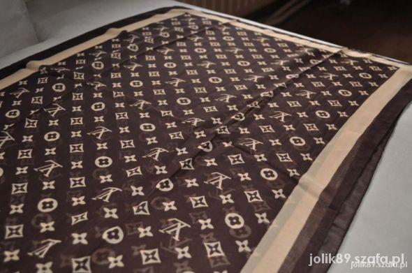 Chusty i apaszki Chusta szal apaszka Louis Vuitton Piękna Chusta