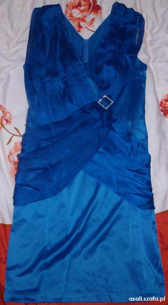 niebieska sukienka satynowa