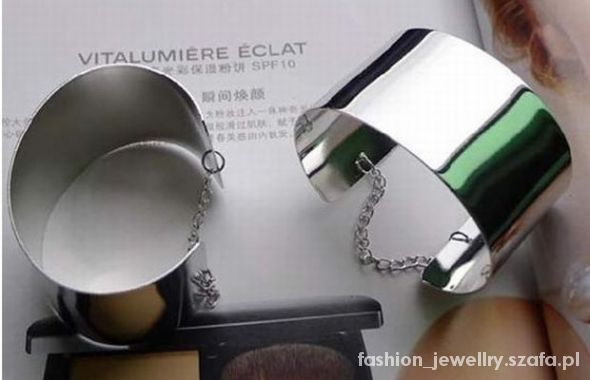 Bransoletka w kolorze srebra