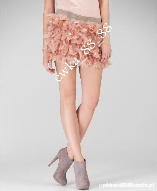 Spódnice Nowa spódniczka z piórami STRADIVARIUS