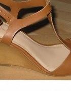buty bershka sandały na koturnie