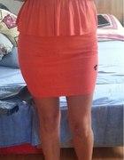 Tally Weijl czerwona sukienka z baskinką...