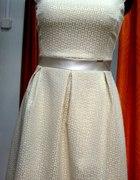 Złota rozkloszowana sukienka