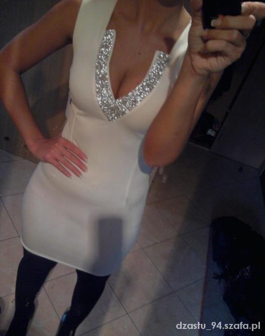 Biała sukienka ze srebrnym dekoltem