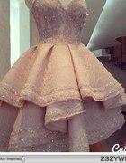 rozkloszowana sukienka fałdy nabłyszczana