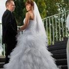 Piękna suknia ślubna Ivanka z trenem rozm 3638