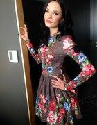 Sukienka w kwiaty z teledysku Natalii Szroeder