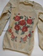 Beżowy Sweter W Kwiaty