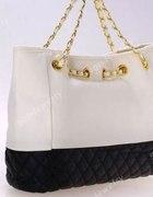 Czarno biala pikowana torebka na łancuchu...