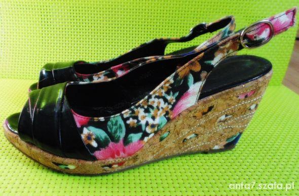 Sandałki na koturnie kwiaty r38