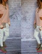 pikowana pastelowa bluza z wycięciem