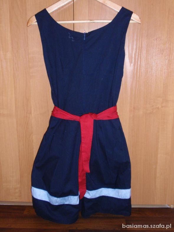 Granatowa sukienka czerwony pasek
