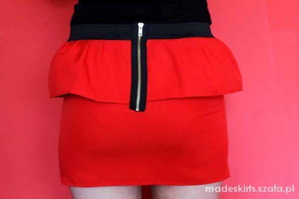 Spódnice czerwona spodniczka z baskinka