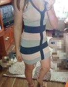 bandazowa sukienka Lipsy...