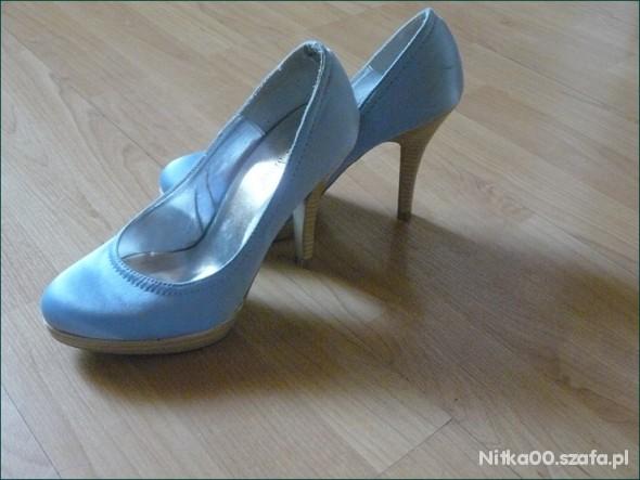 Błękitne szpilki